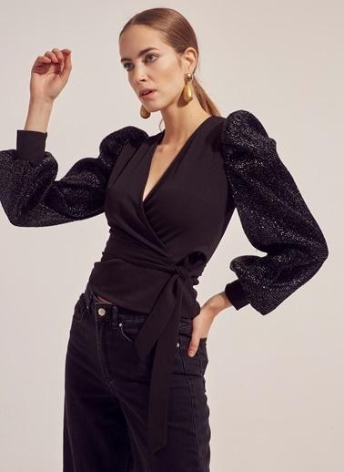 Monamoda Kolları Parlak Dokulu Anvelop Bluz Siyah